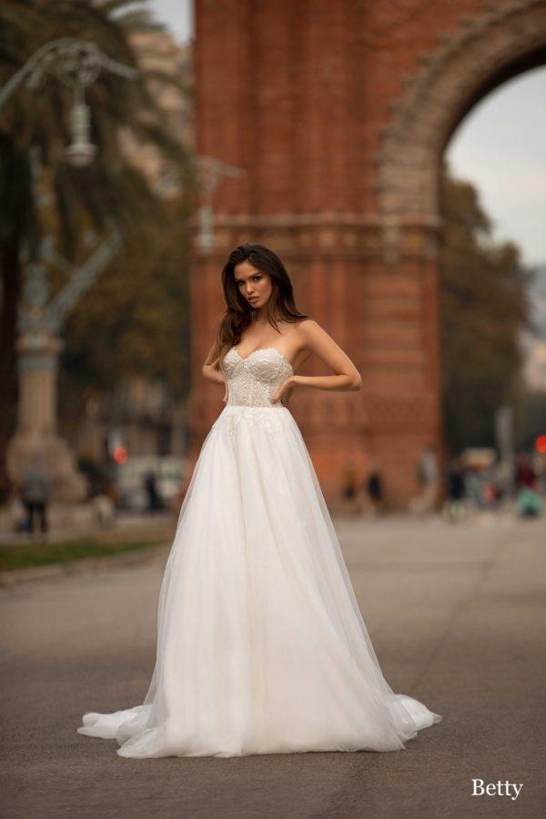 Giovanna-luxury Betty 1